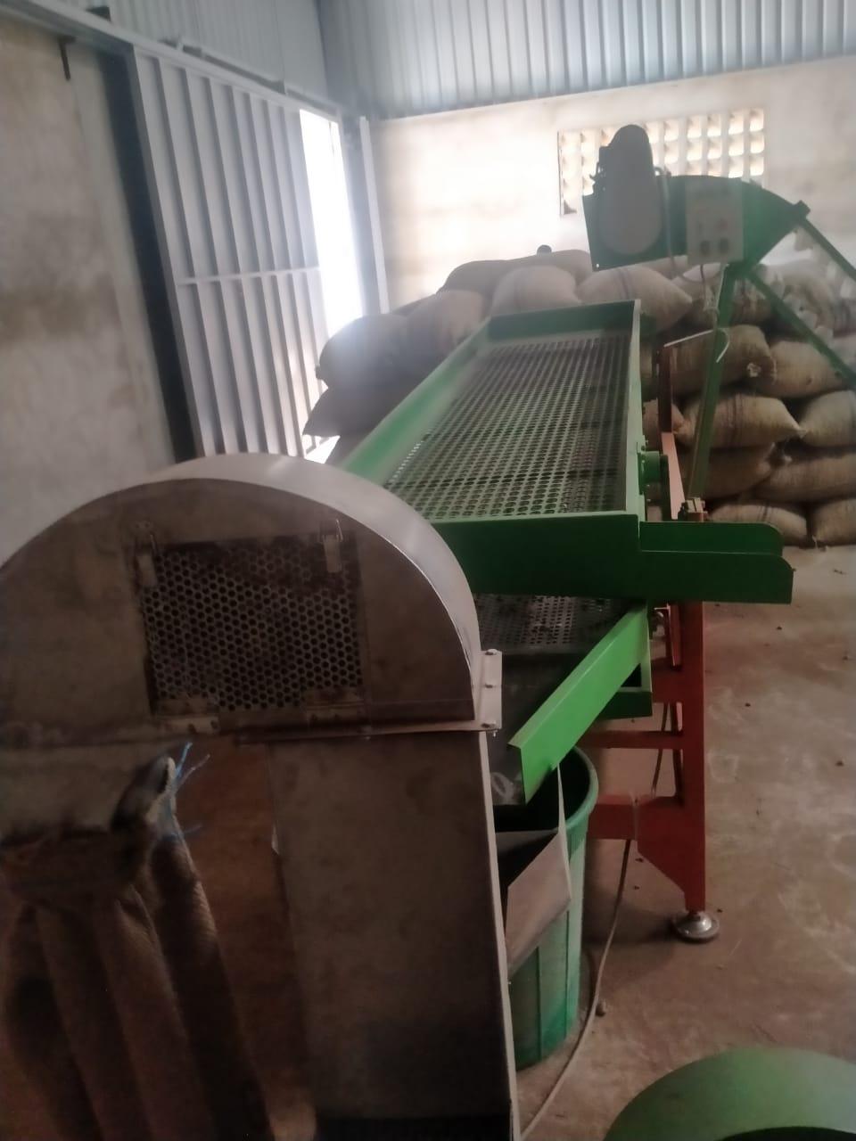 Raw cashew nut cleaning machine